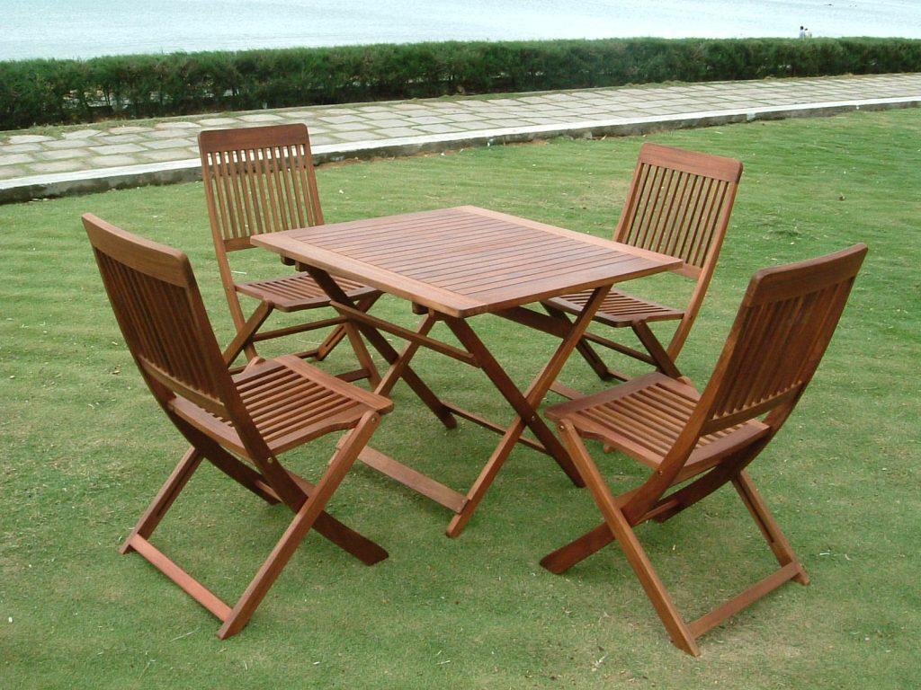 Có nên chọn mua bàn ghế gỗ ngoài trời thanh lý không?